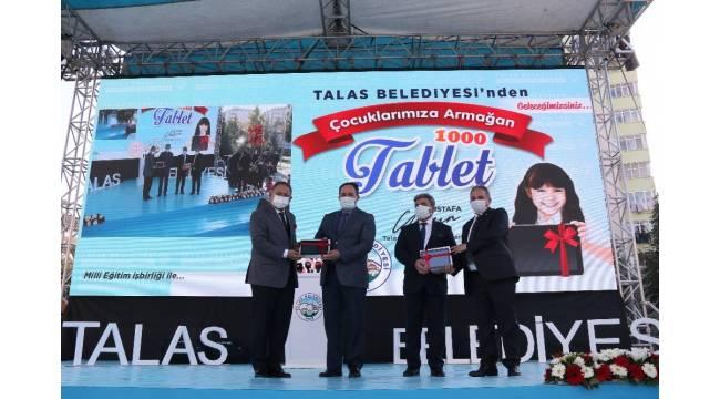 Talas Belediyesi öğrencileri sevindirdi, bin tablet hediye etti