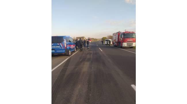Tekirdağ'da minibüs ile kamyon çarpıştı: 1 ölü, 2 yaralı