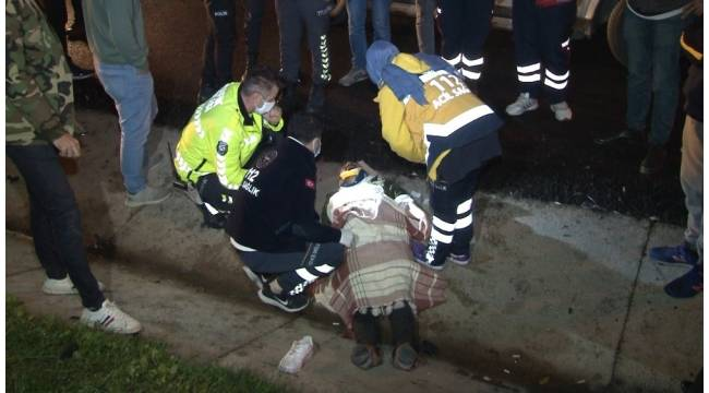 TEM Otoyolu'nda yol kenarına savrulan minibüs takla attı: 2 ağır yaralı