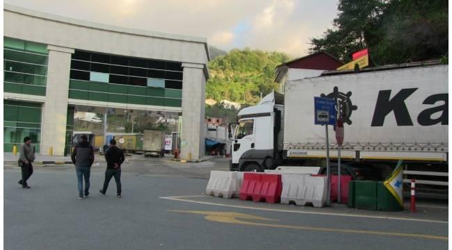 Tır sürücüleri Sarp Sınır Kapısı'ndaki yığılmalara kalıcı çözüm istiyor