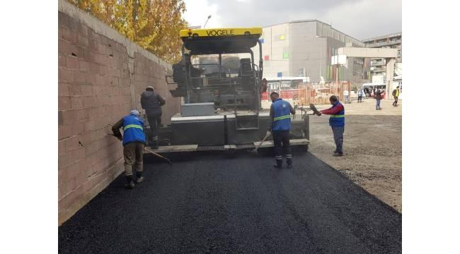 Van Büyükşehir Belediyesi ilçe duraklarını asfaltlıyor
