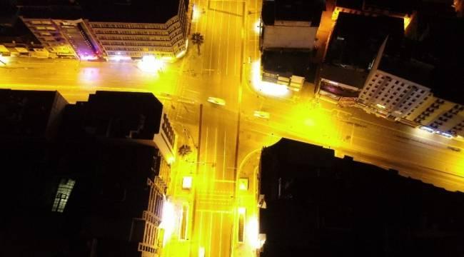 56 saatlik kısıtlama başladı, İzmir sessizliğe büründü