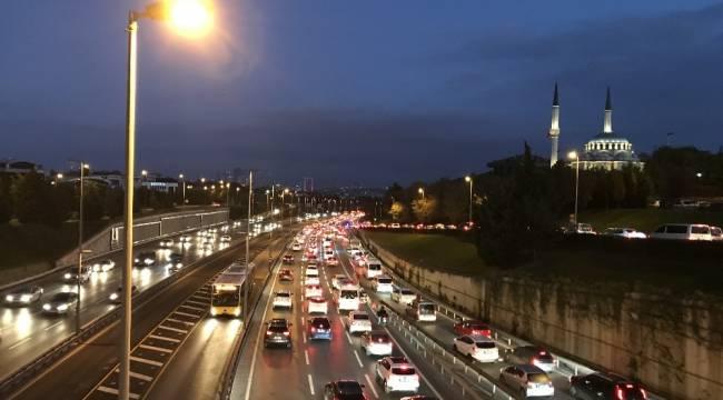 56 saatlik kısıtlama sonrası İstanbul'da trafik yoğunluğu yüzde 40'ı aştı
