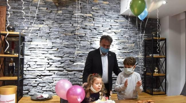 91 saat sonra enkazdan kurtarılan Ayda bebeğe 4. yaş günü sürprizi