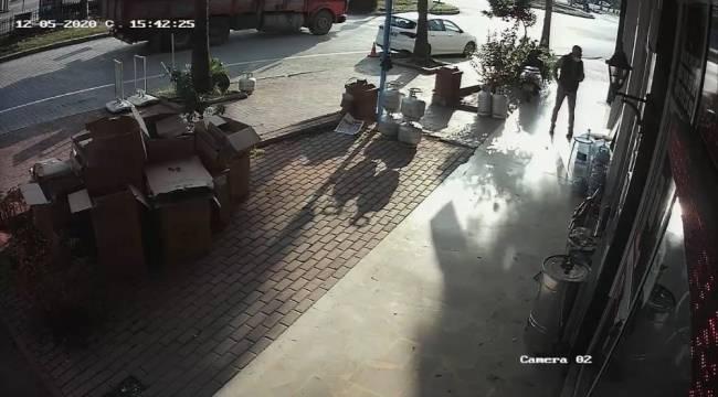 Antalya'da meydana gelen deprem güvenlik kameralarına yansıdı