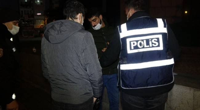 Aranma kaydı bulunan genç, polise adres sorunca gözaltına alındı