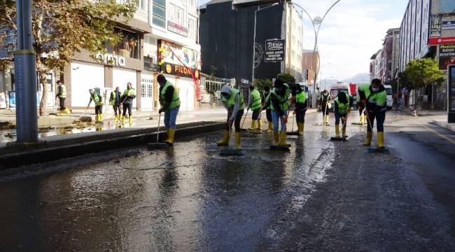 Boş sokakları fırsat bilen İpekyolu Belediyesinden dezenfekte çalışması