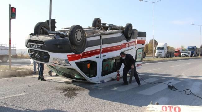 Elazığ'da hasta taşıyan ambulans, hafif ticari araçla çarpıştı: 4 yaralı