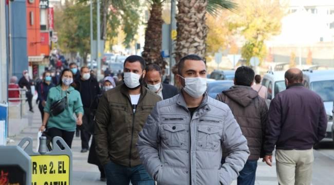 Hafta sonu uygulanacak olan sokağa çıkma kısıtlamasına saatler kala vatandaşlar kent merkezine akın etti