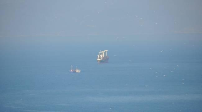 Kuşadası Körfezi'nde iki kuru yük gemisi çarpıştı