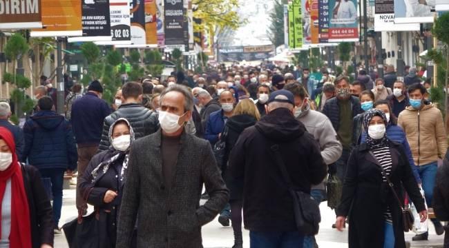 Ordu'nun sokak ve caddelerinde insan yoğunluğu