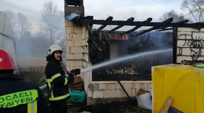 Prefabrik ev alev alev yandı