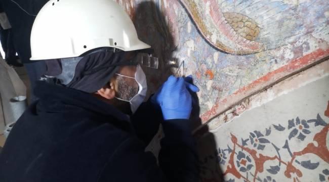 Topkapı Sarayı'nda asırlar sonra 'saz yolu' üslubuna ait bezemeler bulundu