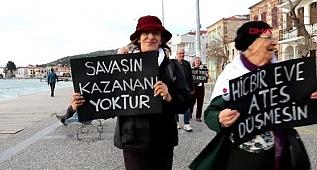 İzmir foça, idlib şehitleri için yürüdü