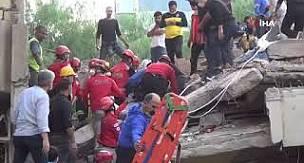 İzmir deprem l Alkış sesi enkazdan sağ çıkan yeni birinin habercisi