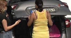 Vicdansızlık! Sarıyer'de aracına çarpan motosikletli kurye yerdeyken paspas temizledi