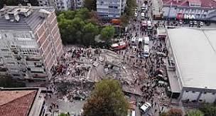 Yürekler İzmir için atıyor Enkazın üstünden kurtarma çalışmaları görüntülendi