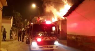 Aydın'ın Nazilli Cumhuriyet Mahallesi Ev yangını mahalleyi ayağa kaldırdı
